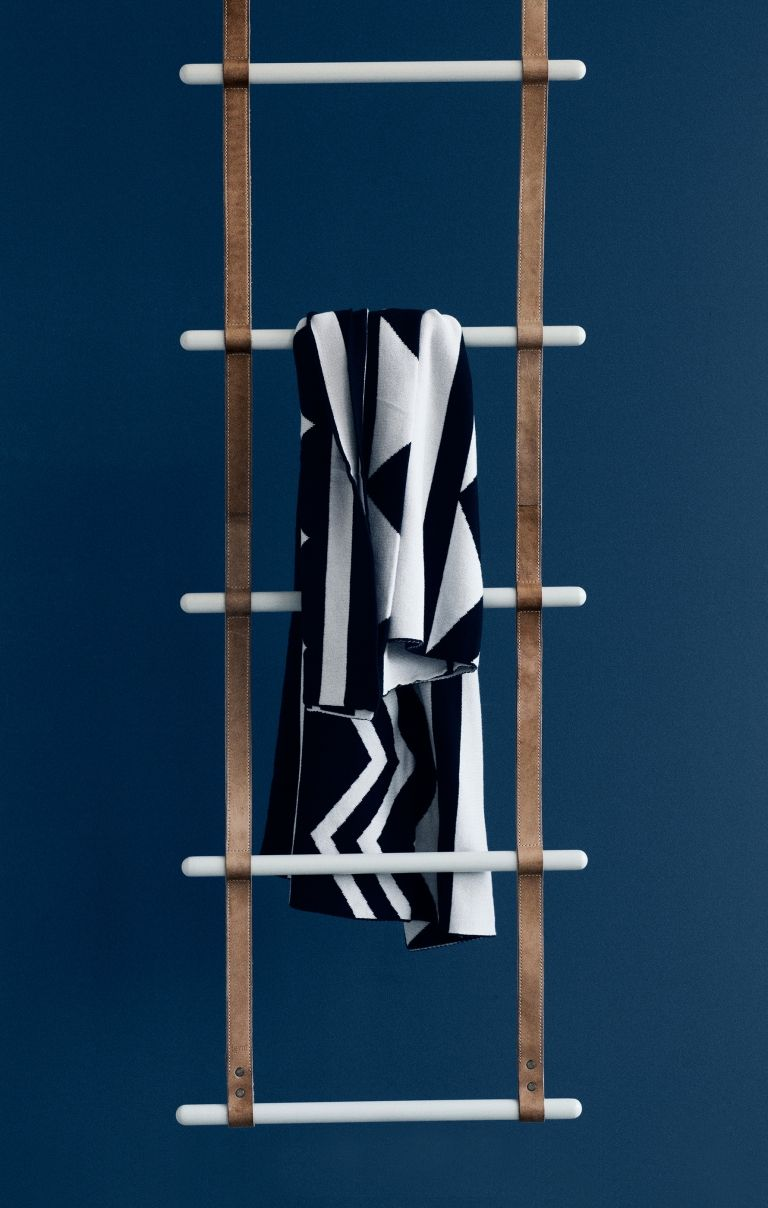 Ferm Living Tapete Dotty : Ferm Living Leather Ladder Garderobe
